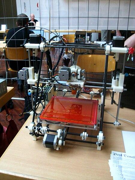 Imprimante 3D lors des Rencontres mondiales du logiciel libre 2012, Genève