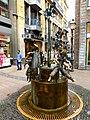 Aachen – der Puppenbrunnen in der Krämerstraße - panoramio.jpg