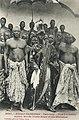 Adjiki, roi de Porto-Novo, et ses ministres.jpg