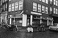 Affiches en teksten in door metro bedreigde Nieuwmarktbuurt in Amsterdam cafe t, Bestanddeelnr 927-6378.jpg