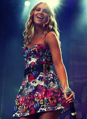Idol 2005 (Sweden) - Image: Agnes Carlsson Sweden cropped