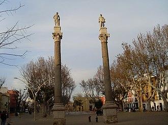 Alameda de Hércules - Roman columns with statues of Hercules and Julius Caesar