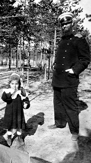 Aleksey Krylov - Alexei Krylov with daughter Anna in 1904