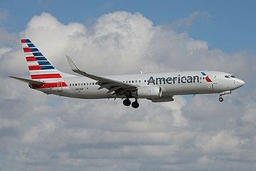 American Airlines Boeing 737-800 N801NN (16424693165).jpg