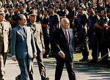 Oscar Luigi Scalfaro durante una parata militare