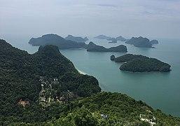 Ang Thong National Park seen from the Pha Jun Jaras Viewpoint.jpg