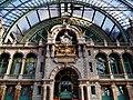 Antwerpen Hauptbahnhof Innen Bahnstiege Uhr 1.jpg