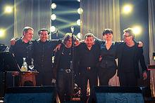 Arisa e la sua band durante l'Amami Tour 2012