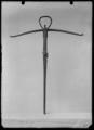 Armborst, s.k. dalbåge, 1600-tal, att spänna med simsonbälte - Livrustkammaren - 60230.tif