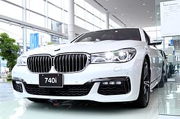 BMW 7Series Front (right).jpg