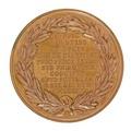 Baksida av medalj med bild av lagerkrans samt text - Skoklosters slott - 99326.tif
