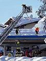 Berchtesgaden, Feuerwehr beim Dachabschaufeln, 1.jpeg
