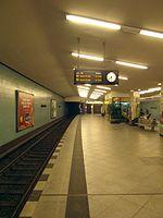 Berlin - U-Bahnhof Turmstraße (9490798710).jpg