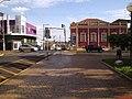"""Biblioteca Municipal """"Dr. Antonio Furlan Júnior"""" no cruzamento das ruas Washington Luiz e rua Aprígio de Araújo em Sertãozinho - panoramio.jpg"""