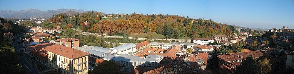 Panorama della collina di Biella: sulla sinistra, quartiere di Riva ...