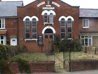Bierton - The front shot of the Bierton Baptist Chapel 2005