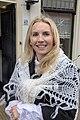 Blonde vrouw verkleed zonder hoofdbedekking Brielle.jpg