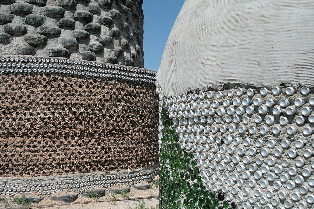 File Bottle Tire And Brick Walls Of Earthships Jpg