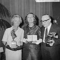 Bouwmeesterprijs 1964 te Sittard uitgereikt aan toneelspelers, v.l.n.r. Enny Meu, Bestanddeelnr 916-5003.jpg