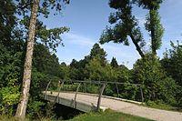 Brücke von Rosengarten zu Arboretum.jpg