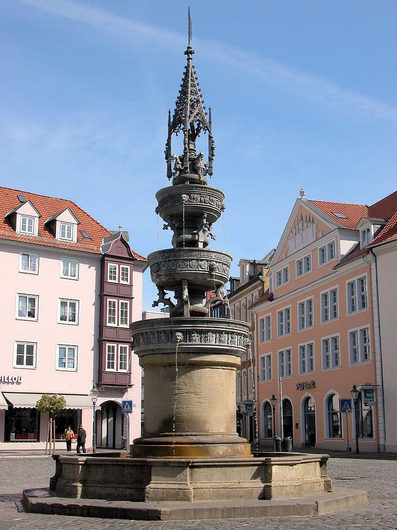 Die Liste der Brunnen in Braunschweig 800px-Braunschweig_Brunswick_Marienbrunnen_von_S%C3%BCden_%282007%29