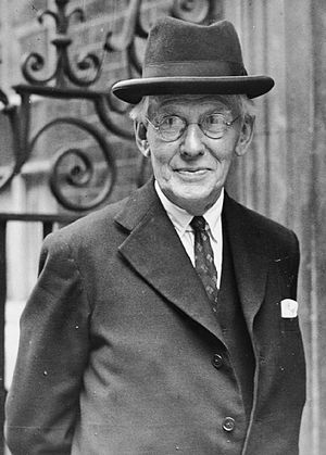 Frederick Pethick-Lawrence, 1st Baron Pethick-Lawrence - Image: British Political Personalities 1936 1945 HU59768