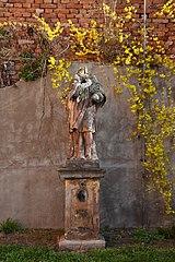 socha Jana Nepomuckého v areálu bývalého kláštera v Brně-Líšni