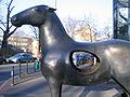 Bronzeplastik Fokus von Angelika Freitag, Düsseldorf Am Wehrhahn Ecke Wielandstraße (2).jpg