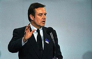 Volker Rühe - Image: Bundesarchiv B 145 Bild F082408 0014, Bremen, CDU Bundesparteitag, Rühe