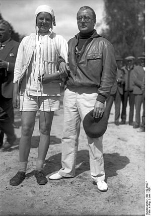 Fritz von Opel - Fritz von Opel (right) at an international motorboat race in 1928