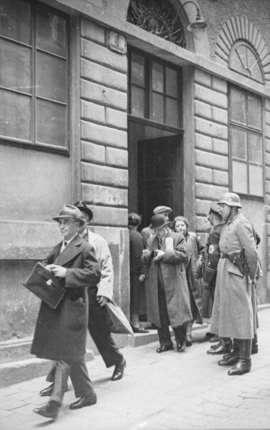 Bundesarchiv Bild 152-64-40, Wien, SS-Razzia bei jüdischer Gemeinde