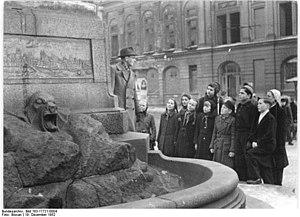 Carl Friedrich Echtermeier - Image: Bundesarchiv Bild 183 17721 0004, Junge Pioniere vor der Film Kamera