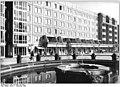 Bundesarchiv Bild 183-1989-1207-005, Dresden, Platz der Einheit, Springbrunnen.jpg
