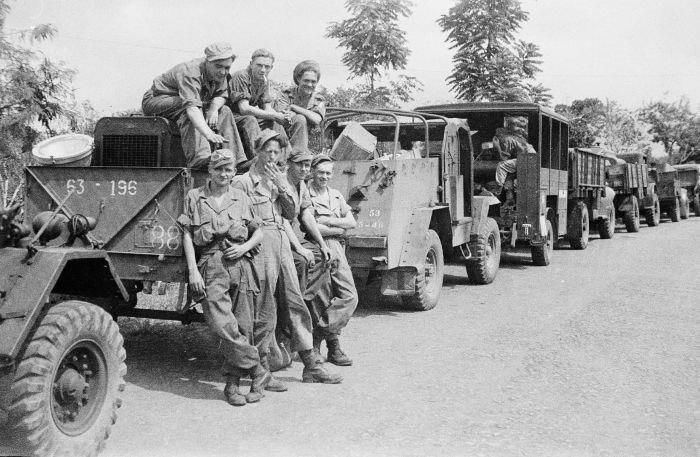 COLLECTIE TROPENMUSEUM Militaire kolonne tijdens de eerste politionele actie TMnr 10029134