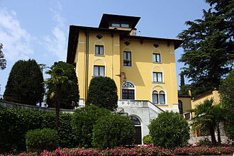 The Villa in Sirmione where Callas lived with Giovanni Battista Meneghini between 1950 and 1959 Callas Sirmione.jpg