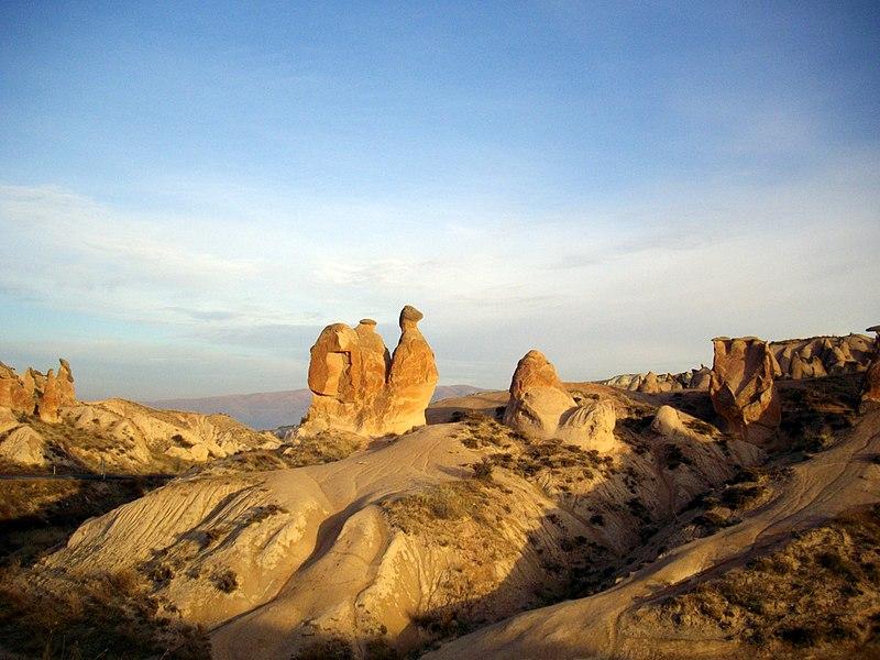 File:Camel rock,Devrent,デヴレントのラクダ岩 - panoramio (1).jpg