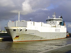 Car carrier Autoprogress in Kaiserschleuse.jpg