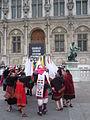 Carnaval des Femmes 2015 - P1360819 - Place de l'Hôtel-de-Ville - Les Boliviens dansent.JPG