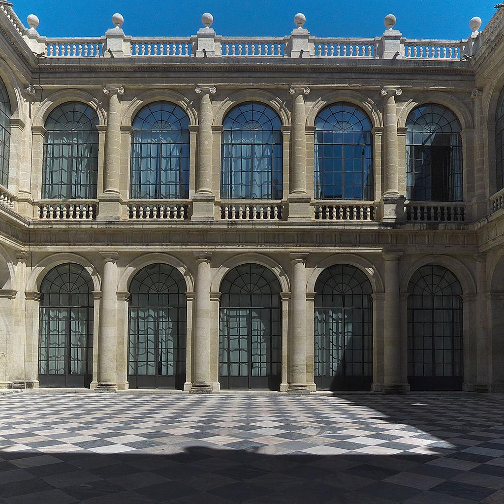 Patio de la Casa Lonja de Seville avec un petit air de Palazzo Ducale de Gênes. Photo Jose Luis Filpo Cabana