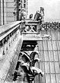Cathédrale Notre-Dame - Tour nord, balustrade et chimères à l'angle sud-est - Paris 04 - Médiathèque de l'architecture et du patrimoine - APMH00014050.jpg