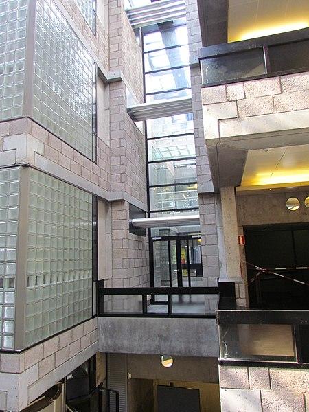 File:Centraal Beheergebouw van Herman Hertzberger, interieur (4).jpg ...