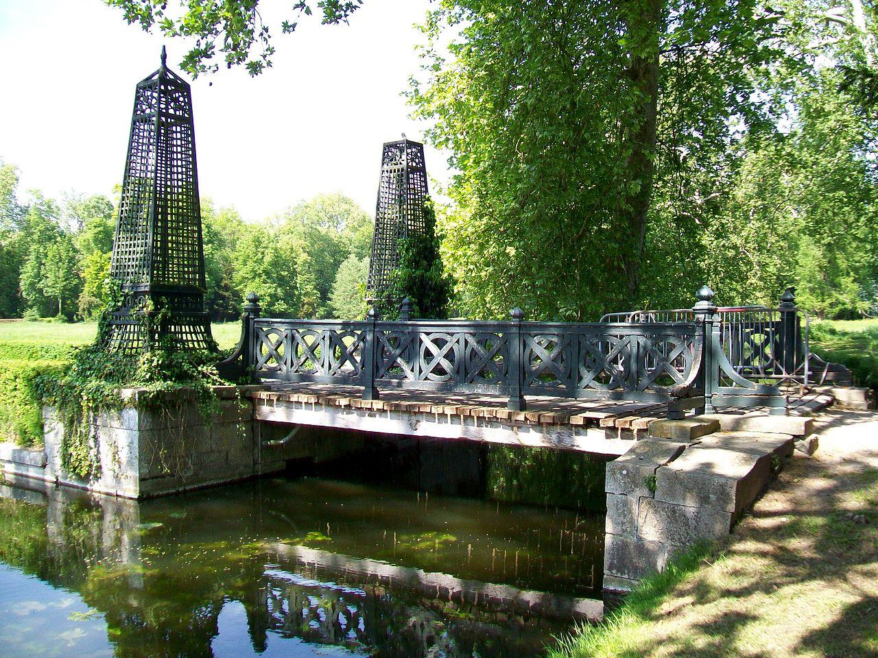 File ch teau de chantilly jardin anglais pont vers l 39 le for Jardin anglais wiki