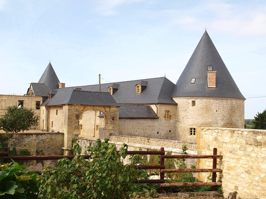 Charbogne-FR-08-ferme fortifiée-02.JPG