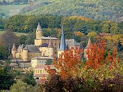 Chateau église Jarnioux.JPG