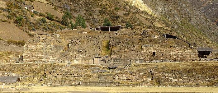 Chavín de Huantar Août 2007 - El Castillo.jpg