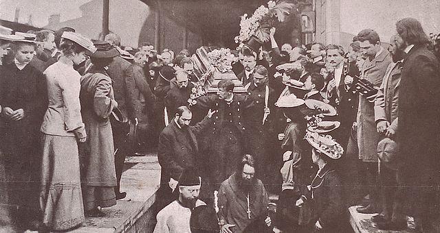 Вынос из вагона гроба с телом А.П.Чехова. Николаевский вокзал, 1904г.