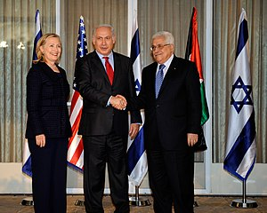 Israeli Prime Minister Benjamin Netanyahu (cen...