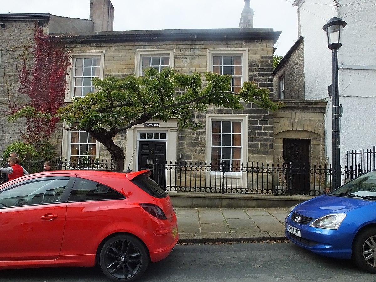 Clitheroe Church Street Almonds 8768.JPG