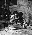 Collectie NMvWereldculturen, TM-20001973, Negatief, 'Een jonge zilversmid aan het werk bij het bedrijf MD Silver', fotograaf Boy Lawson, 1971.jpg