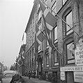 Deense vlaggen bij de Tuborg Brouwerij ter ere van de verjaardag van de koning, Bestanddeelnr 252-8679.jpg